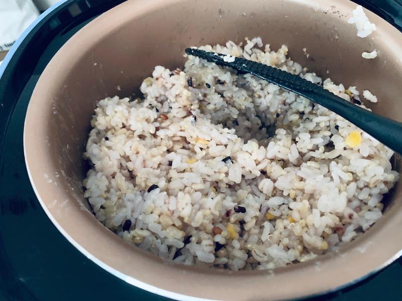 十六穀米と玄米をブレンドして糖質制限