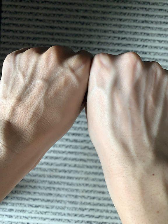 左手:BBクリームあり 右手:なし